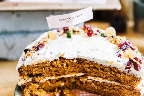 Zo maak je makkelijke carrot cake